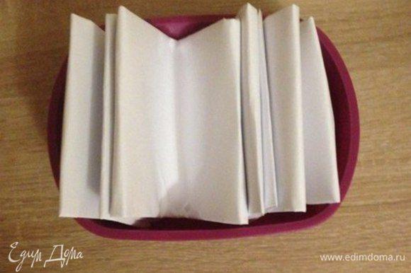 """Подготовим бумажные """"щупальца"""". Потому что лепешки будут очень горячие и придать им форму без таких захватов будет сложно."""