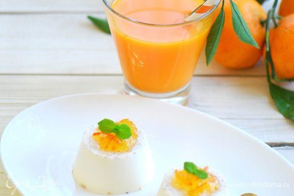 Разлить по креманкам , остудить и поставить в холодильник на 2-3 часа. Перед подачей украсить мандариновым желе, цедрой, цукатами или мятой.