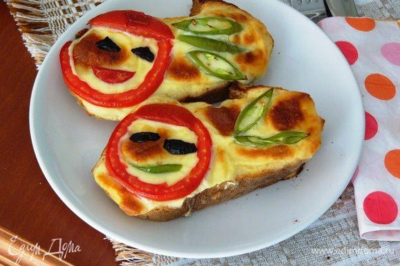 Выпекать бутерброды до зарумянивания сыра и немедленно приглашать отличников к завтраку!