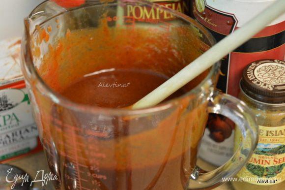 Приготовим отдельно в емкости соус барбекю, смешав остальные 11 ингредиентов.