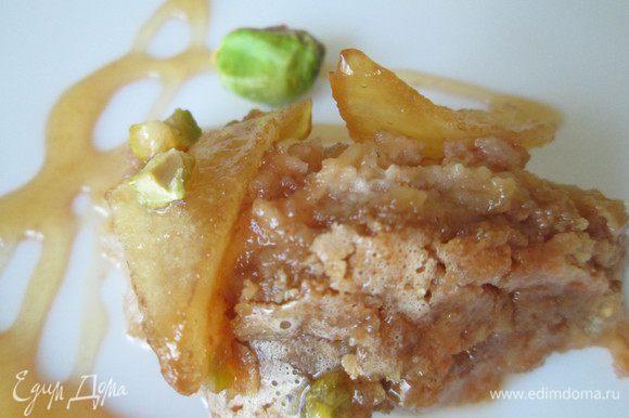 Дополнительно к десерту можно подать карамелизированные яблоки (лучше кисленькие).