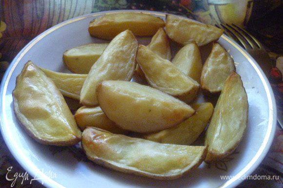 А в моей семье такую картошечку едят прямо с кожурой. Приятного аппетита!