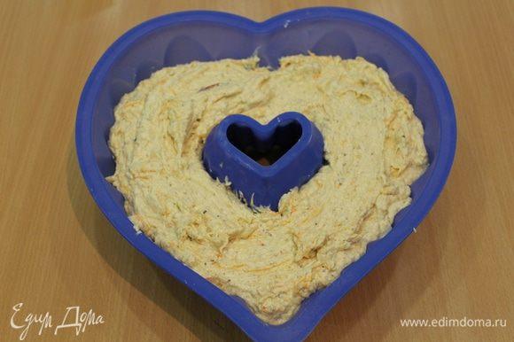 Выложить в смазанную форму и отправить в разогретую духовку при температуре 180гр на 40-45 мин. Возможно, кекс придется накрыть фольгой.