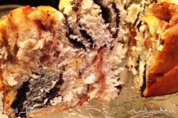 Остудить, вынуть из формы и вкушать! Пирог очень красивый и внешне, и изнутри!