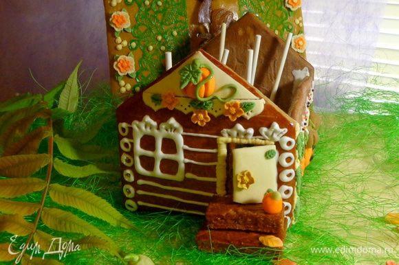 Крышу я не зря сделала съемной: кейкпопсы можно положить в домик и закрыть сверху крышей. Будет подарок 2 в 1!