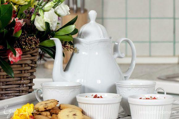 Остаётся заварить вкусный и ароматный чай. Чаепитие в стиле Джейн Остин готово.