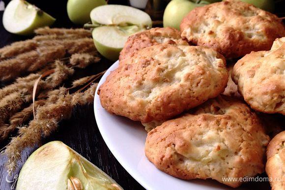 А еще, подобное печенье есть у Светланы (Стелла) — очень рекомендую его попробовать! Светочка, обязательно доберусь с отчетом! http://www.edimdoma.ru/retsepty/65910-myagkoe-yablochnoe-pechenie