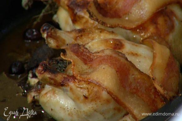 Готовым цыплятам дать 5 минут отдохнуть, чтобы сок остался в мясе.