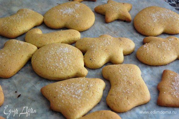 Выпекать печенье в разогретой до 180°С духовке 10-15 минут.