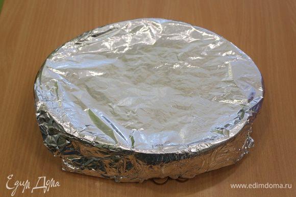 Закрыть фольгой и поместить на 15 минут в разогретую духовку 200°C.