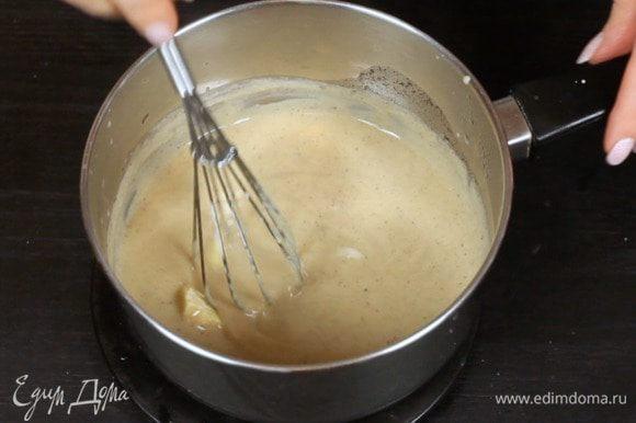 Снимите с огня и добавьте какао-масло, перемешайте до однородности. Охладите до комнатной температуры в холодильнике.