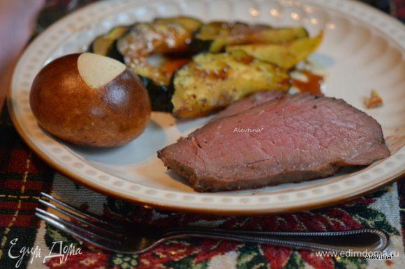 Подаем к столу с готовым гарниром. Приятного аппетита и с праздником, друзья!!!
