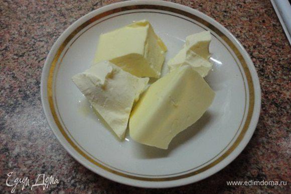 Этого времени хватит, чтобы приготовить соус. Сливочное масло (мягкое) разделить на три-четыре части.