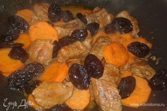 За 5 минут до готовности добавьте чернослив.