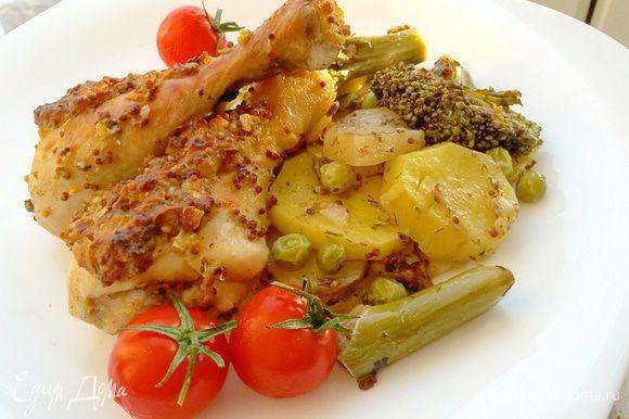 Запекаем примерно 1 час при температуре 190°С до готовности мяса и овощей. Приятного аппетита!