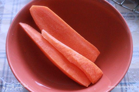Морковь трем на крупную терку.