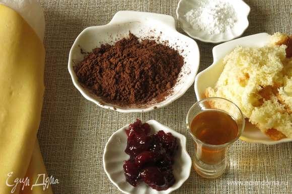 Для печенья подготовим бисквитную крошку, песочное тесто, вишневое варенье, какао, белок и пудру для украшения. Если будете готовить тесто пропорции — 500 г муки, 200 г сахара, 200 г сливочного масла, 100 мл воды. Все смешать и выдержать в холодильнике 30 минут.