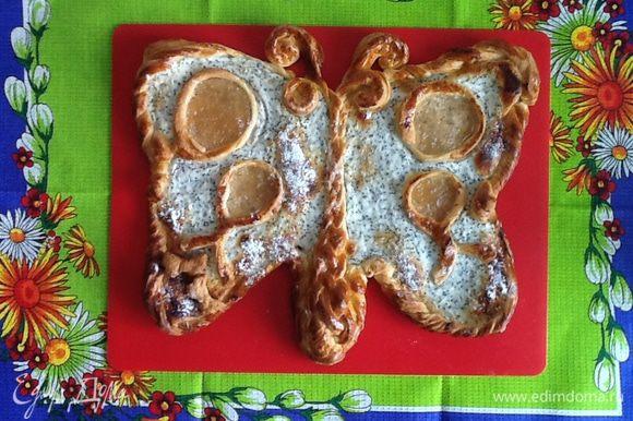 Выпекаем бабочку в разогретой до 200°С духовке примерно 25 минут. Тесто еще останется, и вполне можно испечь еще один пирожок. Всех с весной!