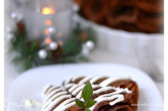 Подавать со взбитой с сахарной пудрой сметаной. Приятного аппетита!