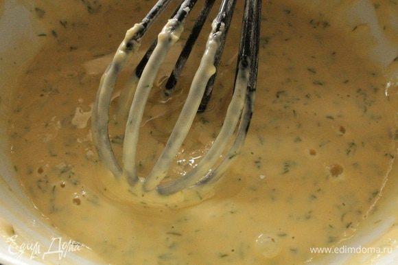 Постепенно добавить просеянную муку,перемешать, добавить растительное масло, перемешать, получится густое однородное тесто.