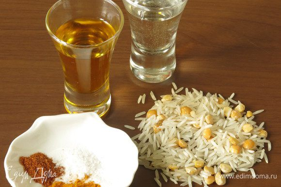 Рис, горох, вода, масло, специи.