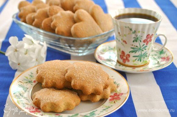 Печенье получается ароматное, мягкое и в тоже время тягучее. Раньше я такого печенья не пробовала, поэтому трудно описать или привести сравнение.