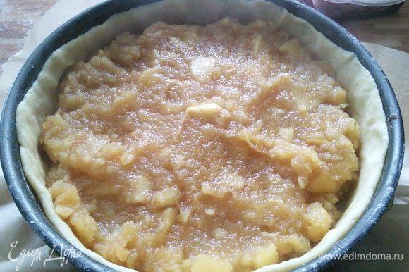 Распределить начинку. У меня яблоки хорошо разварились, но остались и кусочки.