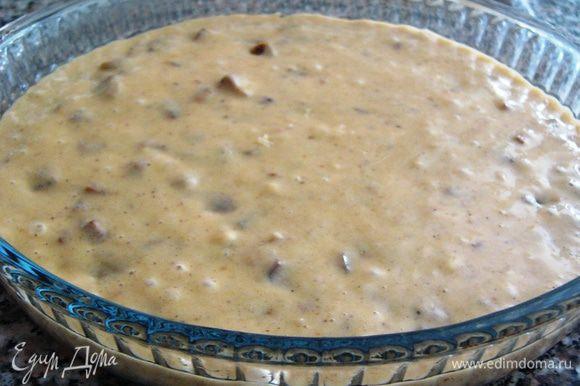 Выливаем тесто в смазанную маслом форму. У меня круглая 22 см.