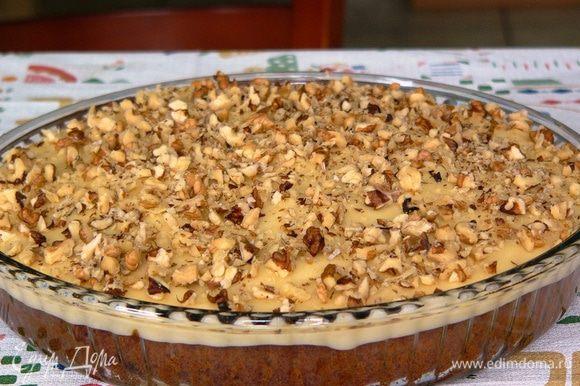 По желанию, украшаем крем рублеными грецкими орехами.