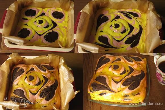 """Планировала сделать еще один слой — подложку из цветных коржей желтого, розового и коричневого, но торт получился и так высоким, т ч получился еще один торт альтернатива, если страшно делать выпечку с рисунком, наливаем поочередно по ложке каждого цвета в 5 точек на форме, в середине получается квадрат и край — углы, проводим палочкой через центральные капли — рисуем """"восточный ковер"""". Не смотря на более простую технику в разрезе получается красивый рисунок — розовый бутон в центре и завитки по краю. Разреза к сожалению нет, техника настолько фантазийна, что трудно предугадать результат. Приятного аппетита!"""