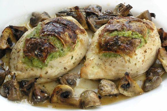 На приготовление этого блюда потрачено минимум времени, всего 37 минут и изысканное блюдо на вашем столе. Вместо грибов можно использовать виноград, слайсы моркови, цуккини, томаты… Главное, чтобы гарнир сочетался с начинкой, а можно и вовсе обойтись без гарнира.