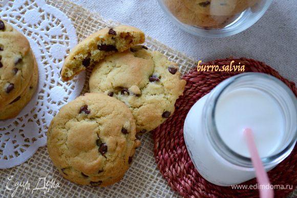 И подавать! Детям очень нравится такое печенье на завтрак с молоком!
