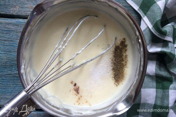 Приправьте тертым мускатным орехом, солью и черным перцем.
