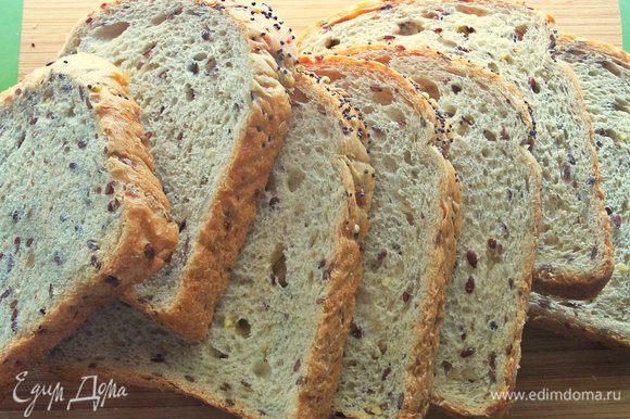 Хлеб у меня тостерный, обогащенный семечками.