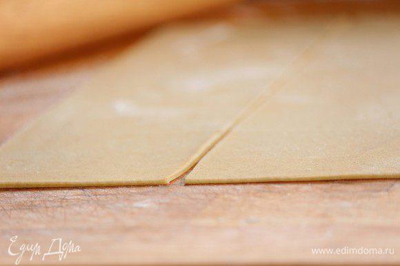 Раскатать тесто — дело тонкое! Толщина должны быть в пару мм.