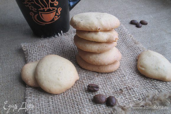 Подаем это очень нежное, тающее во рту печенье с чашечкой утреннего кофе.