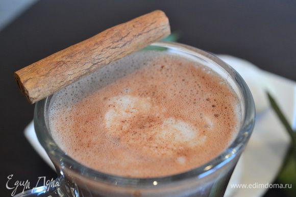 Посмотрите, какие шикарные узоры рисует мороженое в горячем какао! Приятного аппетита и волшебных зимних праздников!