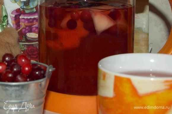 Воду доводим до кипения и заливаем в пресс-френч. Несколько раз (несильно) придавливаем ягоды, чтоб они пустили немного сока. Даем настояться 30 минут. Ароматный, приятный, согревающий напиток готов.