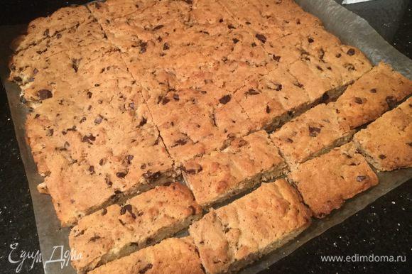 Остывшее печенье разрежьте на тонкие полоски. Приятного аппетита!