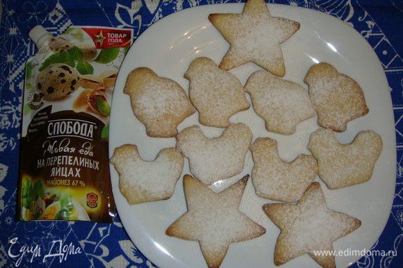 Готовое печенье присыпать сахарной пудрой и подавать к чаю.