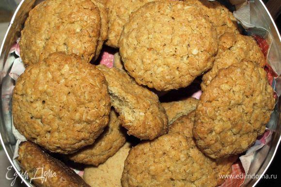 Готовое печенье достаем, остужаем и приятного аппетита!