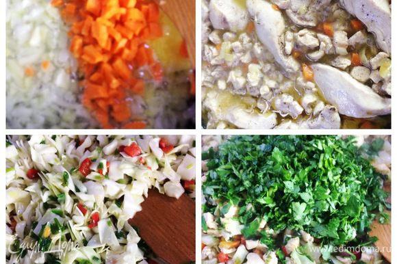 Для начинки тушим нарезанное кубиком мясо с луком, морковью, солим, перчим по вкусу. В другой посуде тушим капусту с зеленым луком и болгарским перцем, солим, перчим по вкусу, добавляем рубленую зелень. Смешиваем мясо тушеное с капустой, я еще добавила грибы (остались от салата). Откинула начинку на дуршлаг, дала стечь всей жидкости. Остужаем.
