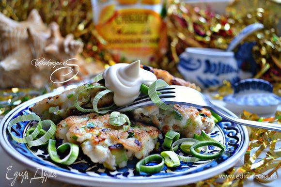 Хороши рыбные котлеты как в горячем, так и холодном виде. Подавайте их с майонезом и любым вашим любимым гарниром. Приятного аппетита!