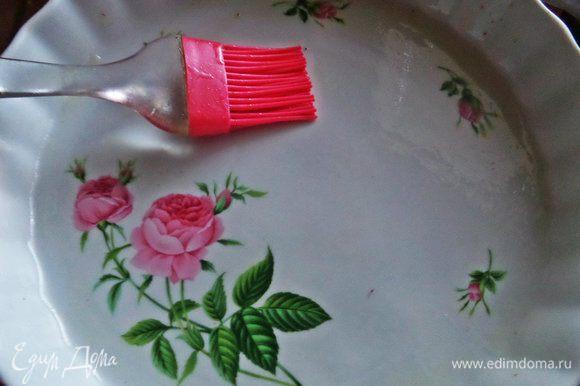 Керамическую форму диаметром 24 см и высотой 4 см смазать растительным маслом, чтобы без проблем достать потом чиз.