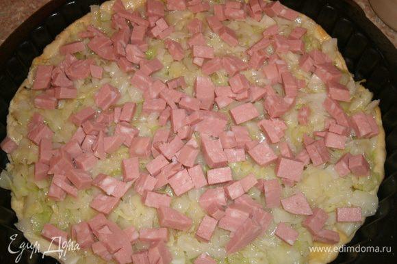 Затем — кубики колбасы.