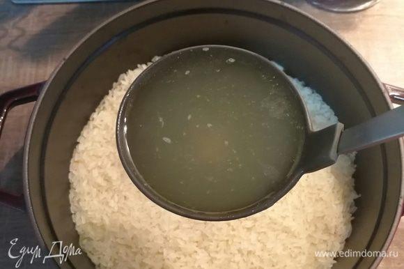 Теперь пригодится бульон от утки, особенно верхний слой с жиром.