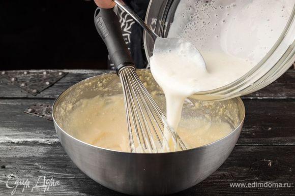 Непрерывно перемешивая, ввести кефир с содой, всыпать ¼ ч. ложки соли и муку.