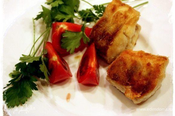 И рыбку с овощами и зеленью. Со свежими и очень сочными, и вкусными! И не надо никакого другого гарнира, ибо, поверьте, такая рыба самодостаточна и очень убедительна!
