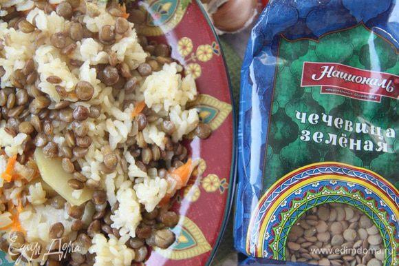 Чечевица и картофель придают плову своеобразие вкуса.