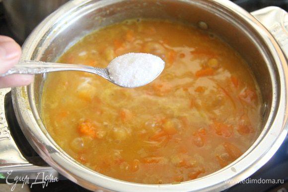 Посолить по вкусу (я добавила 1 ч. л. соли, а в конце приготовления еще пол-ложки).